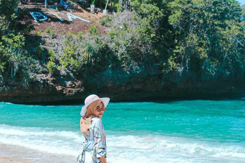 Pantai teluk asmoro